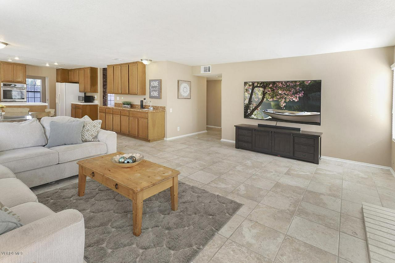 4076 DONEVA, Moorpark, CA 93021 - eFamily Room2