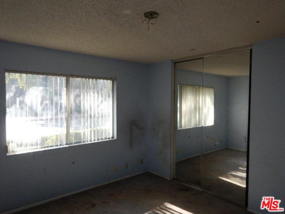 18555 COLLINS, Tarzana, CA 91356