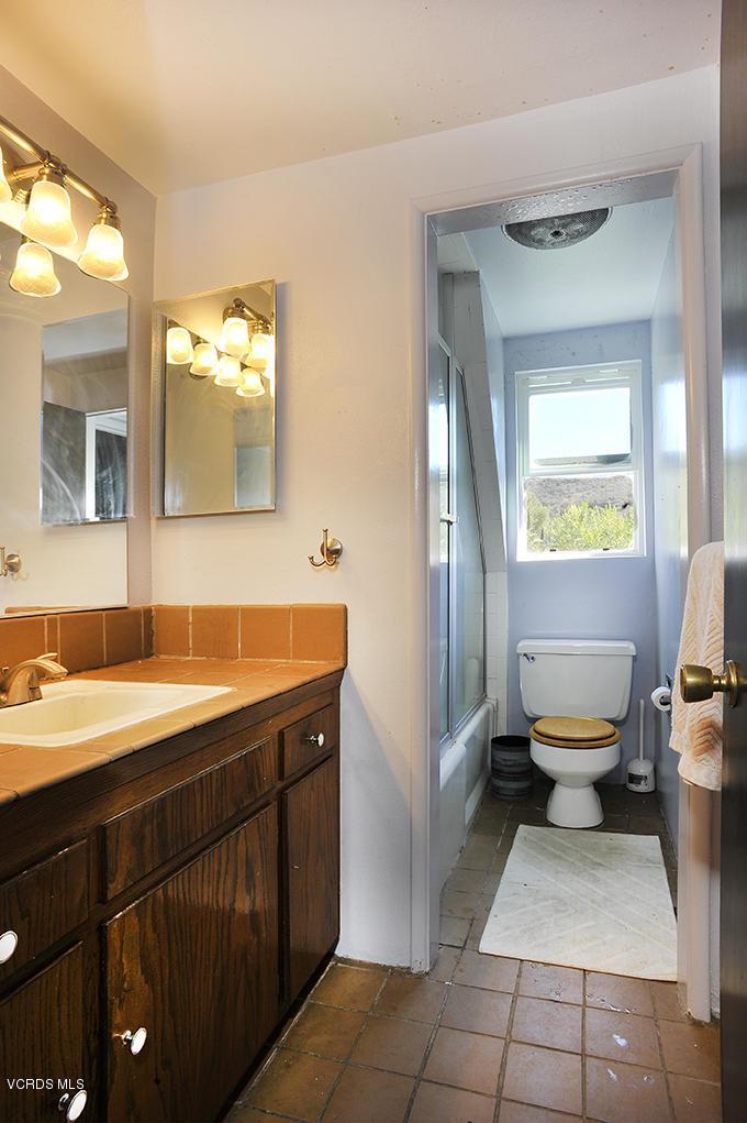 33206 DECKER SCHOOL, Malibu, CA 90265 - 2nd Floor Bath