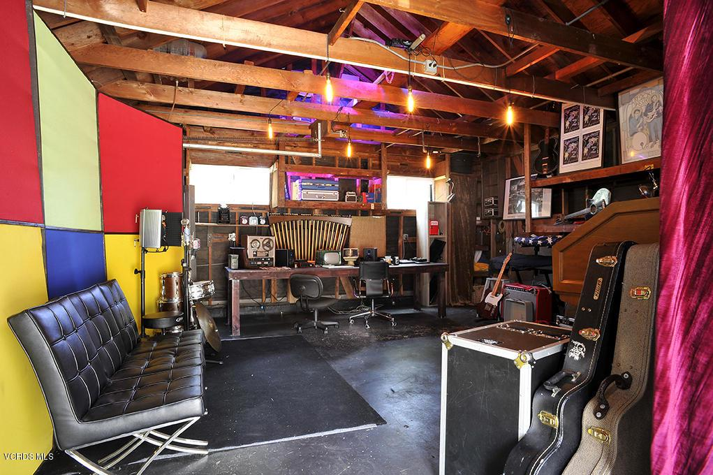 33206 DECKER SCHOOL, Malibu, CA 90265 - 2 Car Garage
