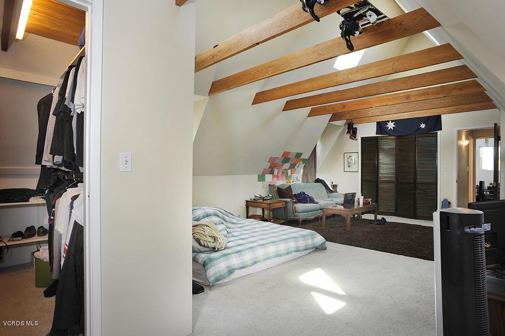 33206 DECKER SCHOOL, Malibu, CA 90265 - Walk In Closet Master