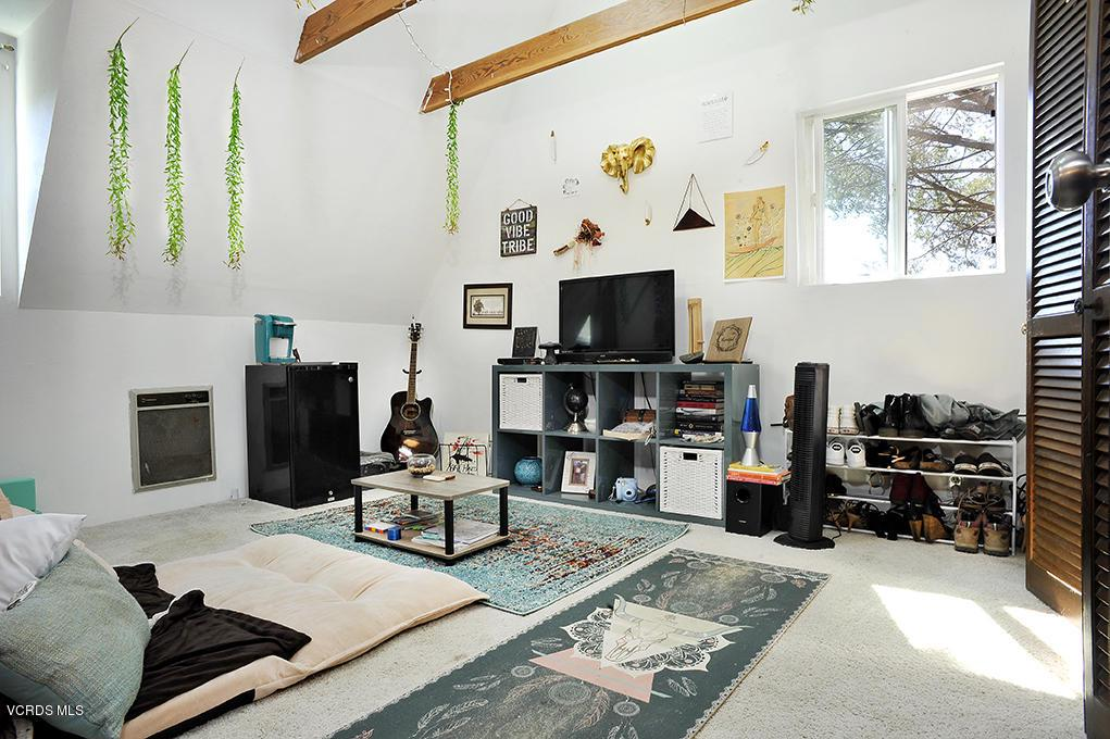 33206 DECKER SCHOOL, Malibu, CA 90265 - Bedroom with Loft Bed