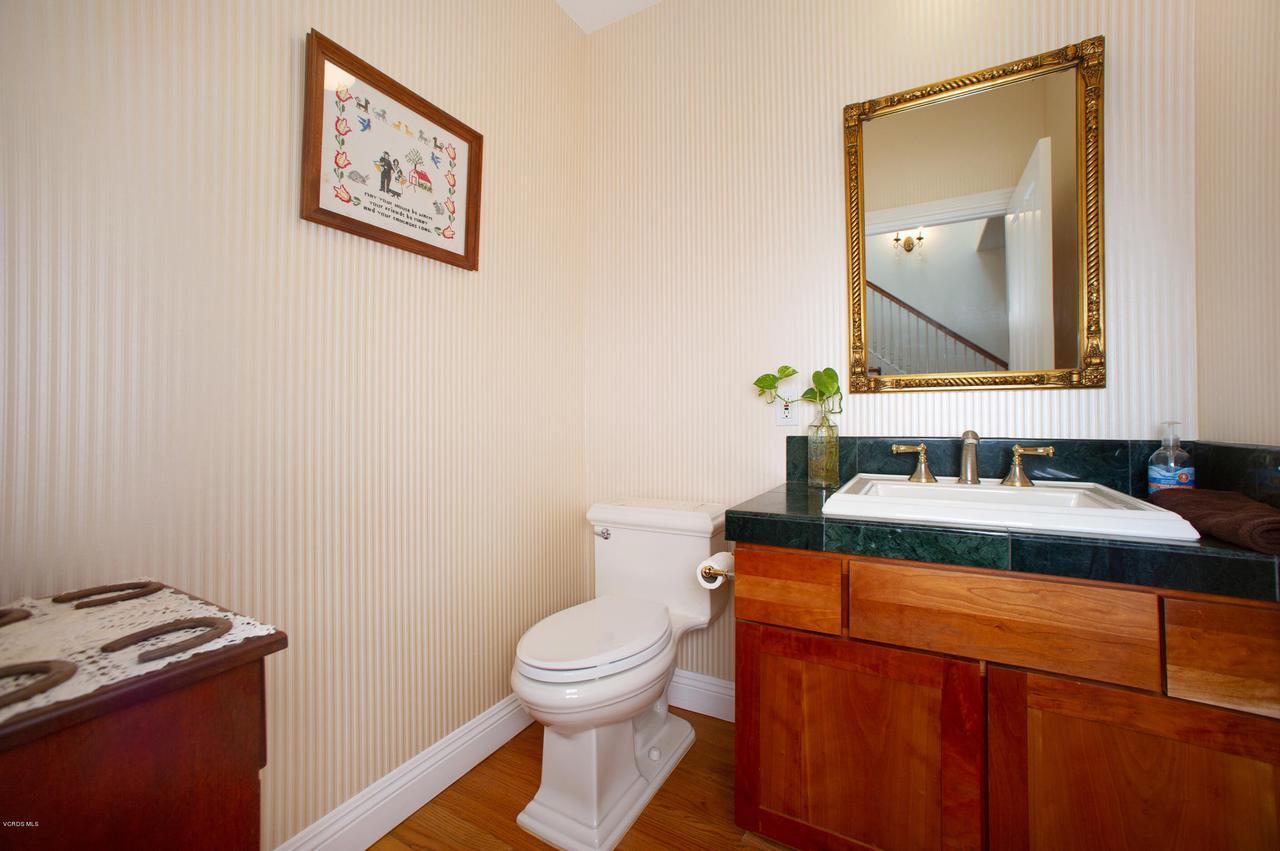 115 GILES, Lake Sherwood, CA 91361 - Half Bath main level
