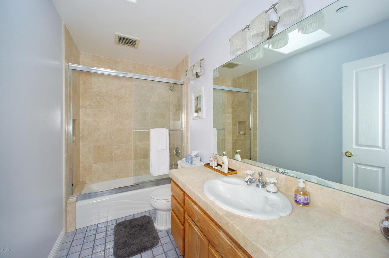 115 GILES, Lake Sherwood, CA 91361 - Hall Bath