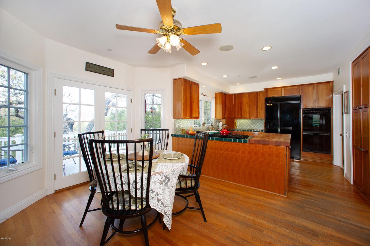 115 GILES, Lake Sherwood, CA 91361 - Breakfast room