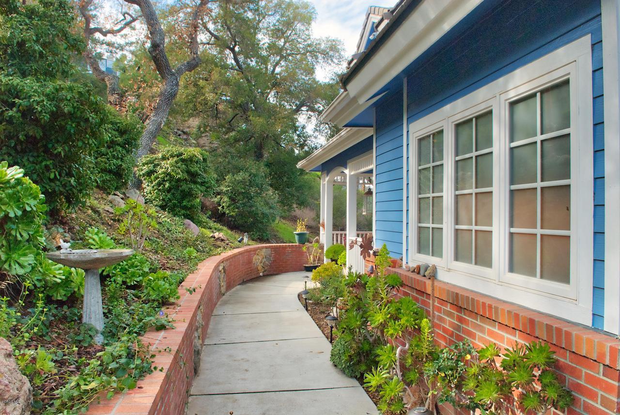 115 GILES, Lake Sherwood, CA 91361 - Artistic brick walkway