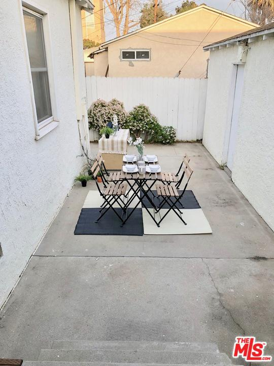 13212 ZANJA, Los Angeles (City), CA 90066