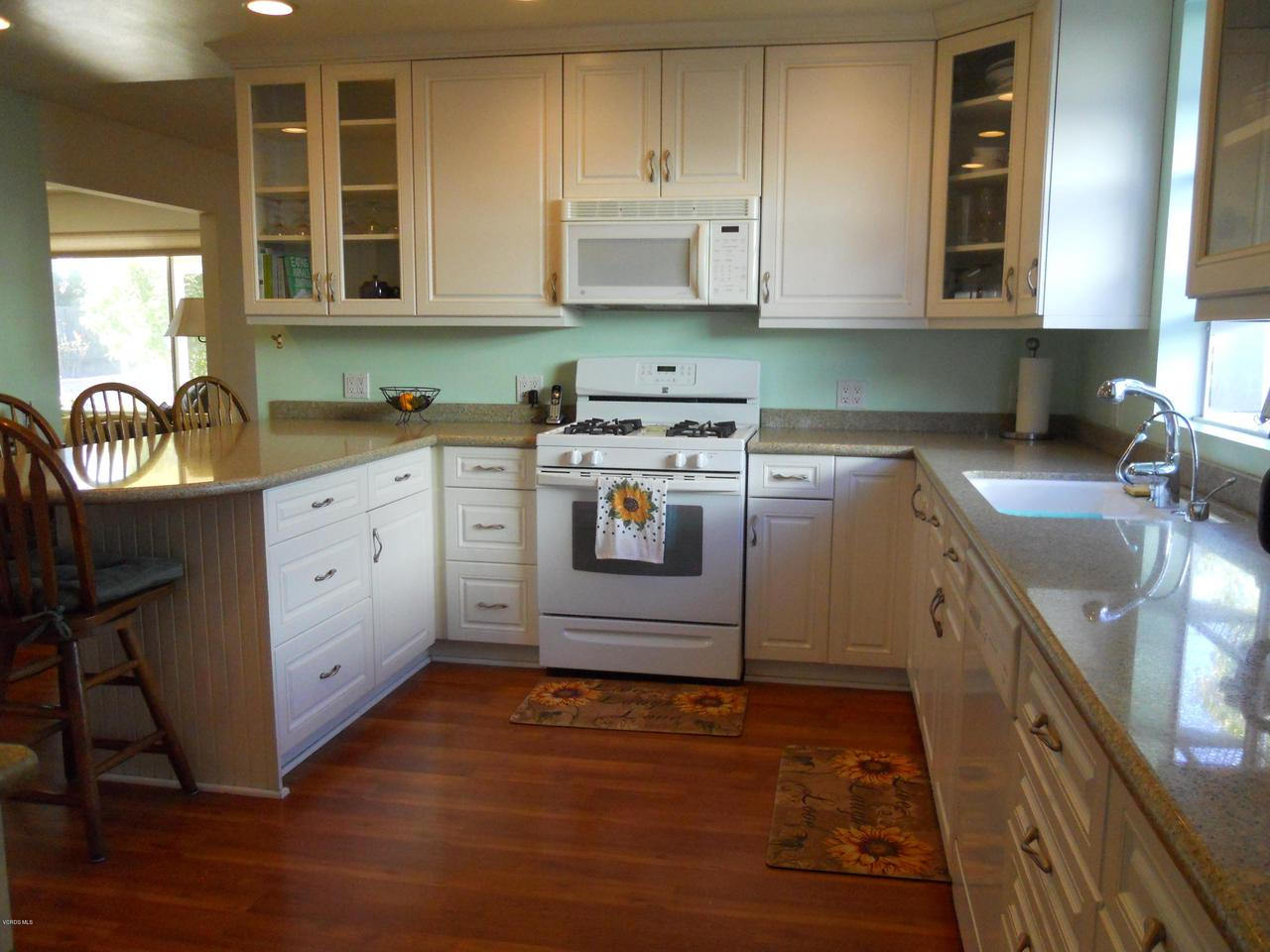 1207 SEYBOLT, Camarillo, CA 93010 - Kitchen