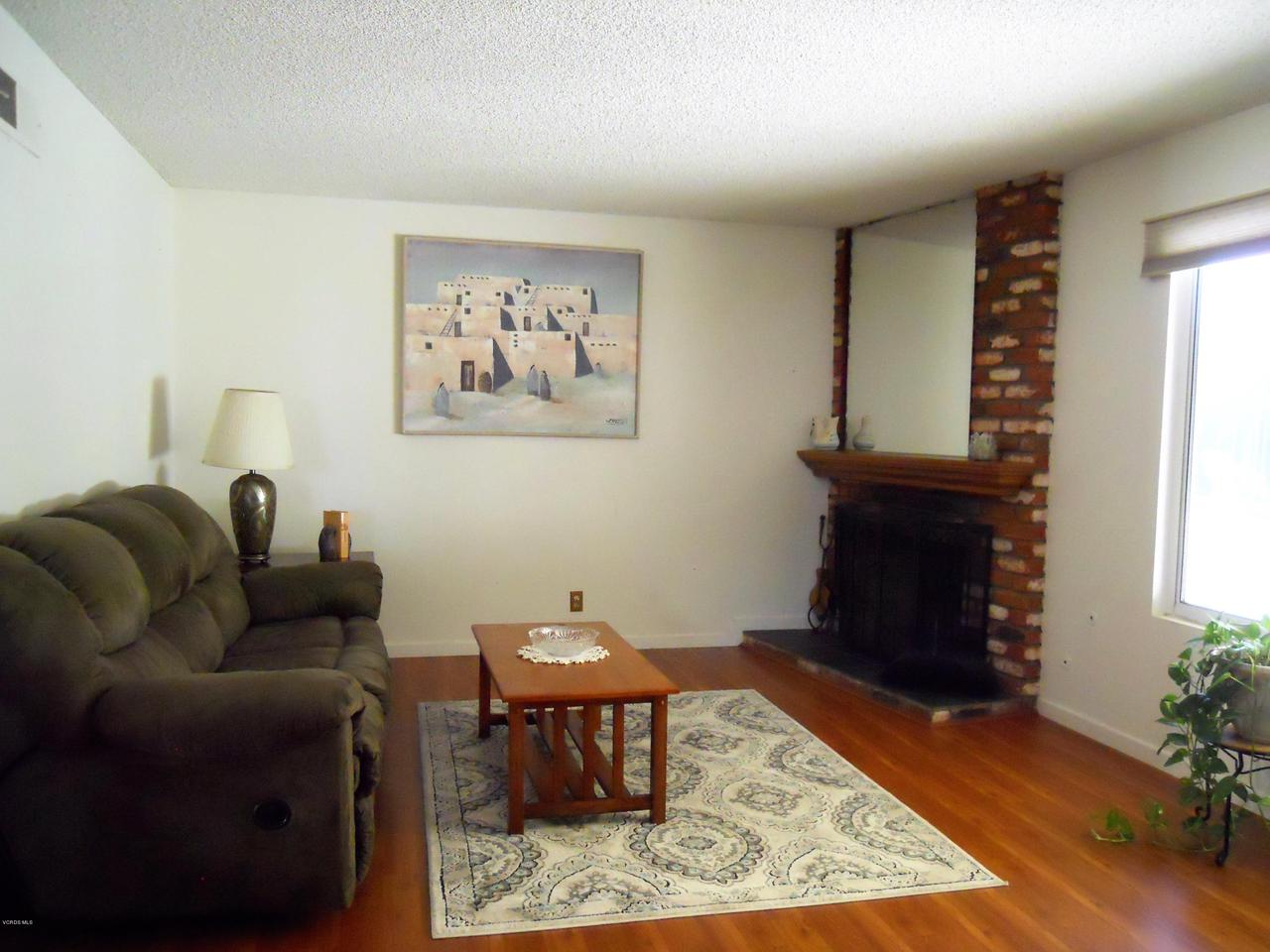1207 SEYBOLT, Camarillo, CA 93010 - Living Room