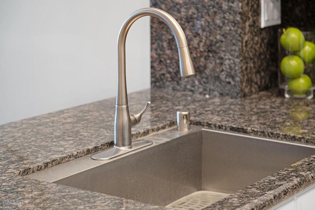 4511 VIA DEL SOL, Camarillo, CA 93012 - Kitchen detail