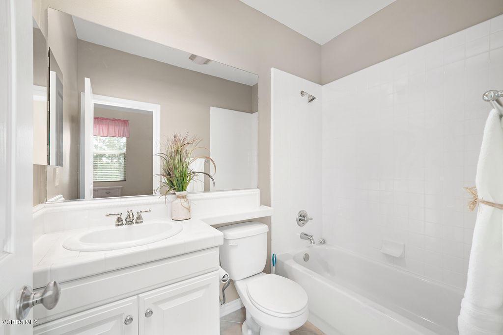 4511 VIA DEL SOL, Camarillo, CA 93012 - Guest bathroom