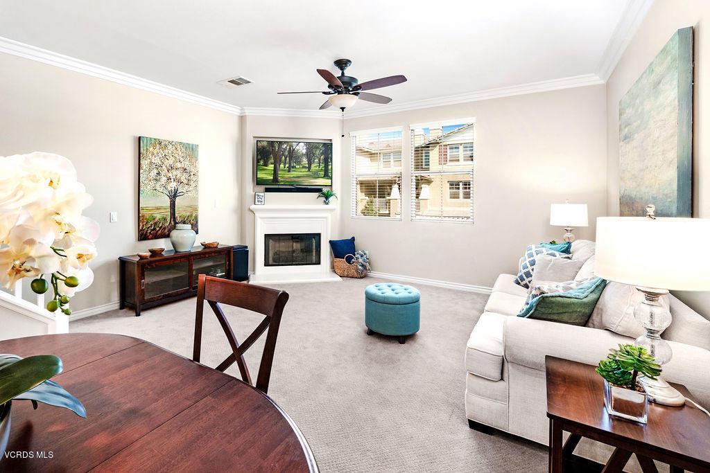 4511 VIA DEL SOL, Camarillo, CA 93012 - Living room