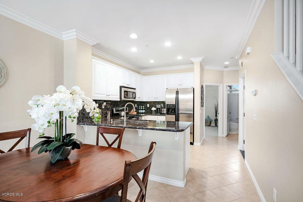 4511 VIA DEL SOL, Camarillo, CA 93012 - Dining & Kitchen