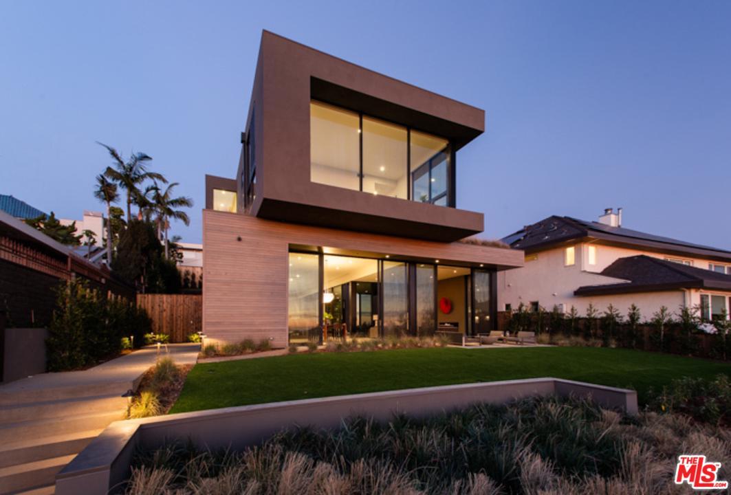 Photo of 945 BERKELEY ST, Santa Monica, CA 90403