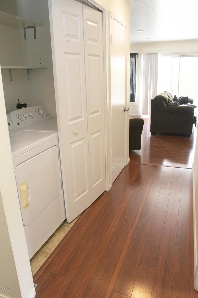 576 SALAS, Santa Paula, CA 93060 - Laundry in Hallway