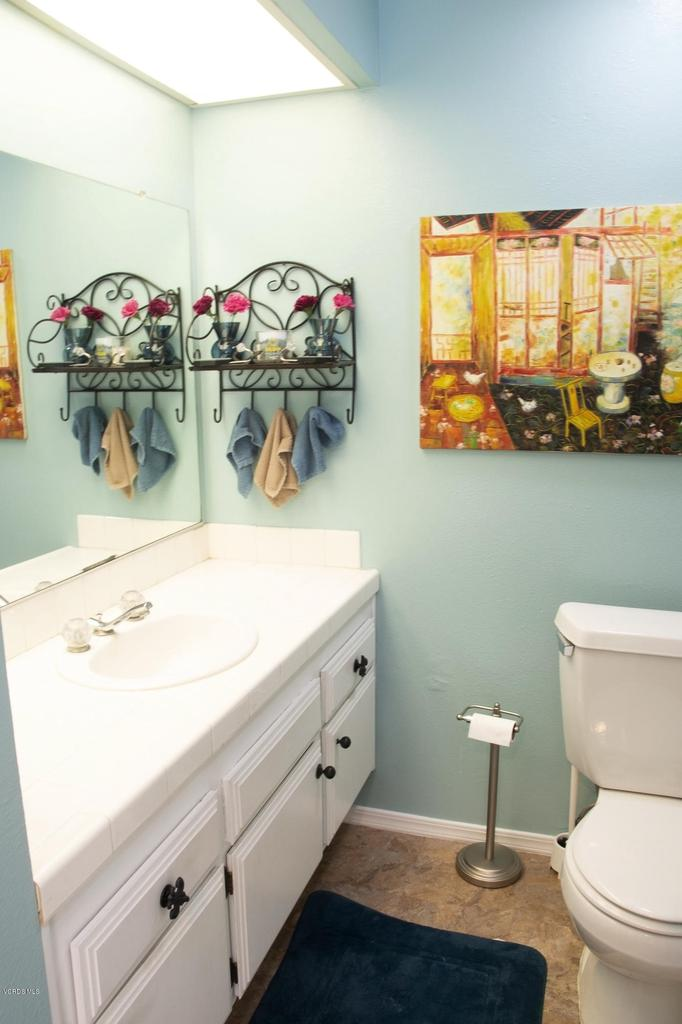 576 SALAS, Santa Paula, CA 93060 - Guest Bathroom