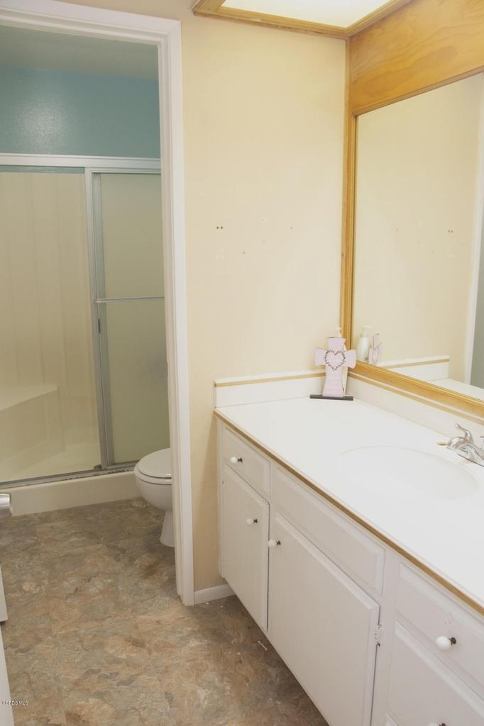 576 SALAS, Santa Paula, CA 93060 - Master Bathroom