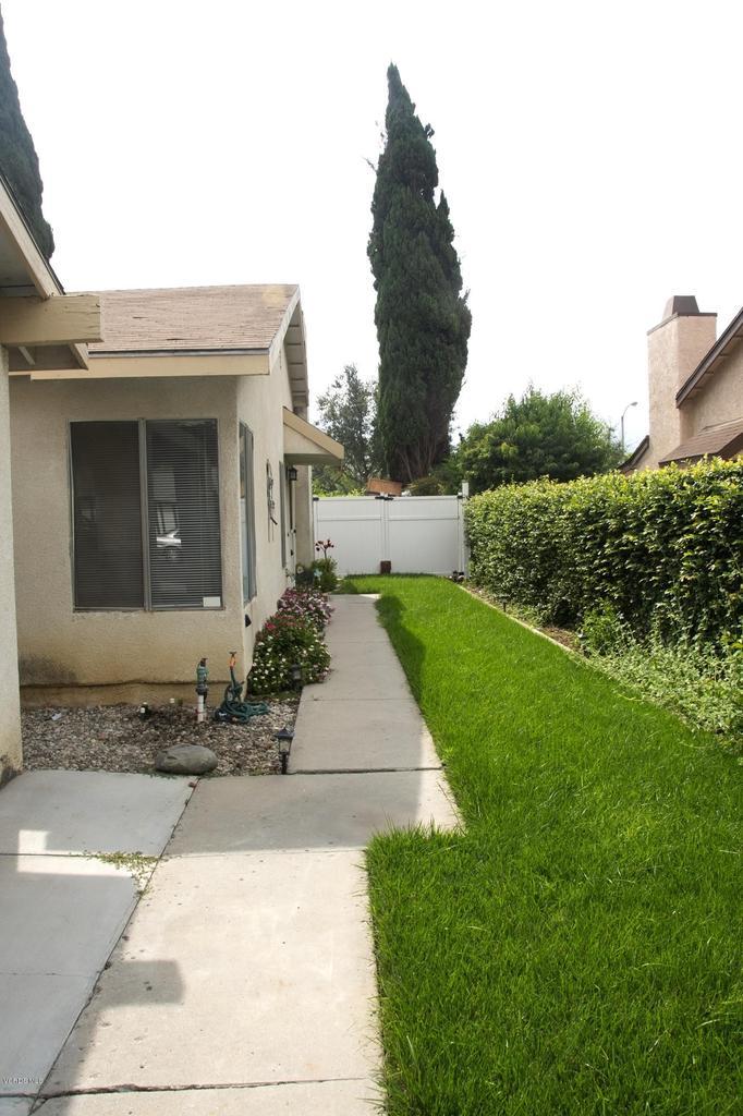 576 SALAS, Santa Paula, CA 93060 - Green belt entrance
