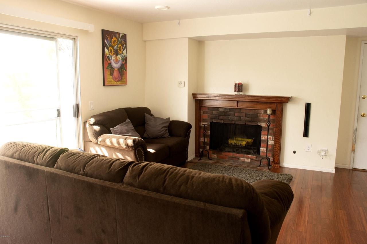 576 SALAS, Santa Paula, CA 93060 - Fireplace