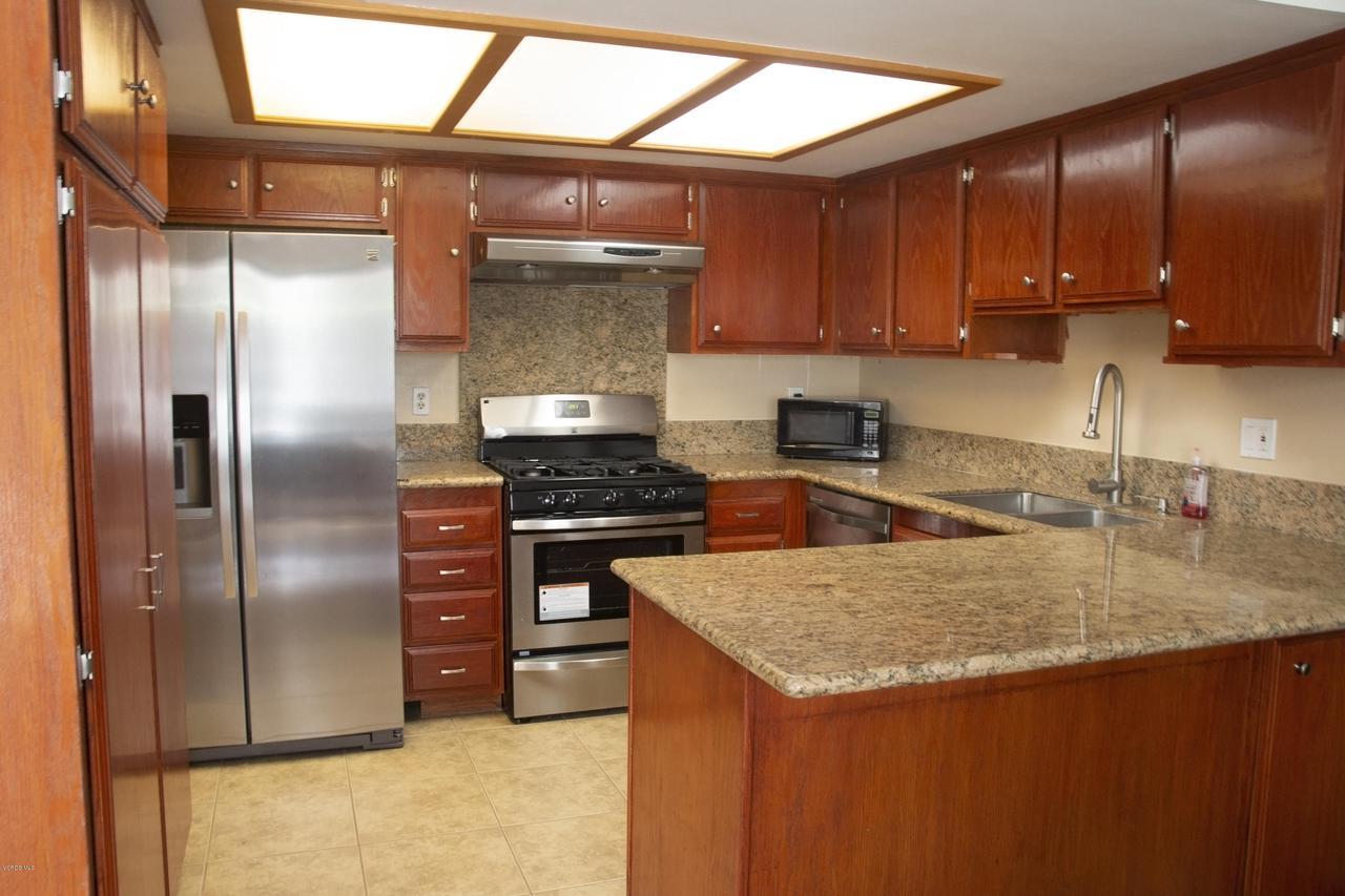 576 SALAS, Santa Paula, CA 93060 - Kitchen