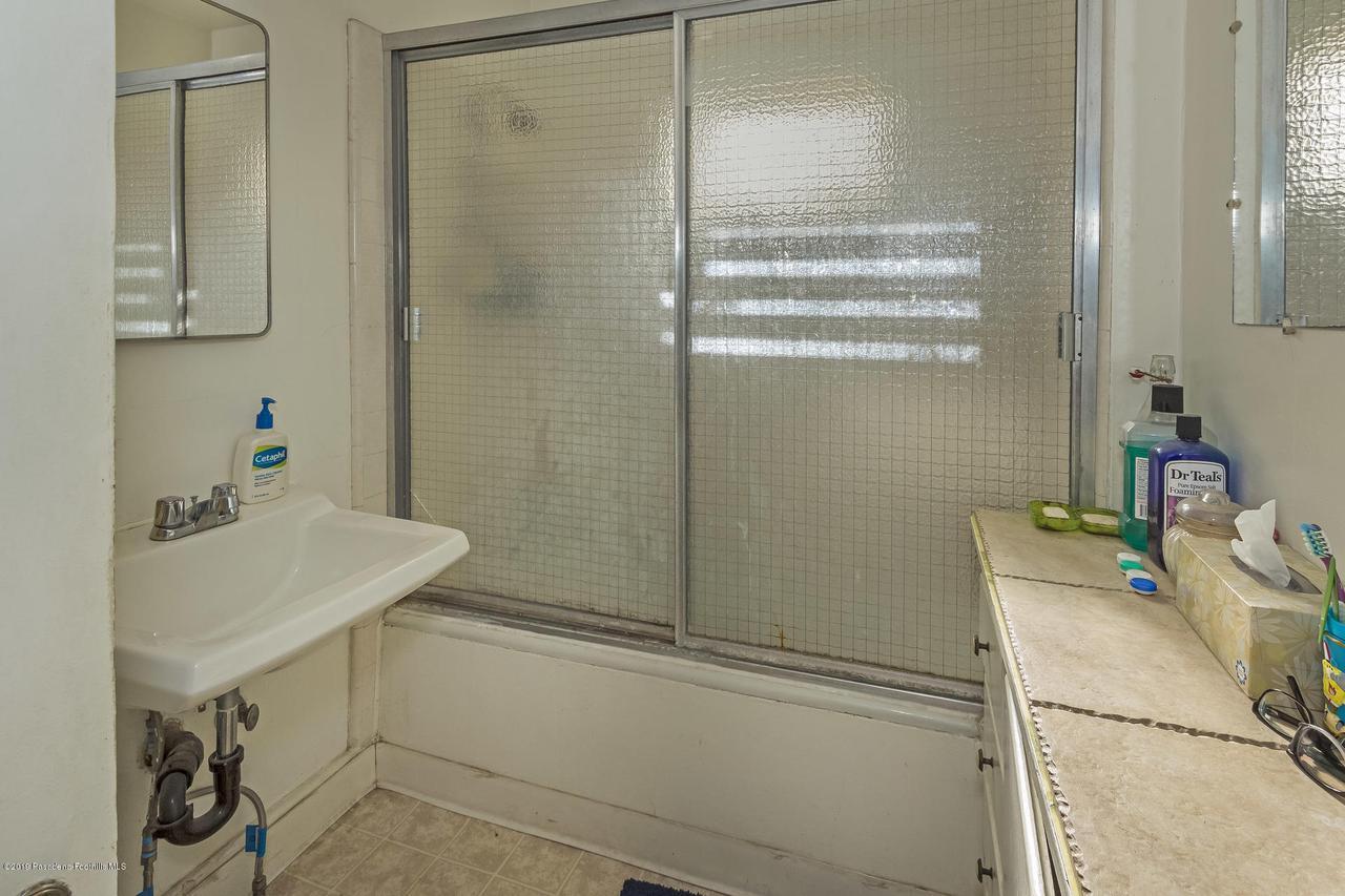 5238 TOWNSEND, Los Angeles (City), CA 90041 - w.18-1204.bath