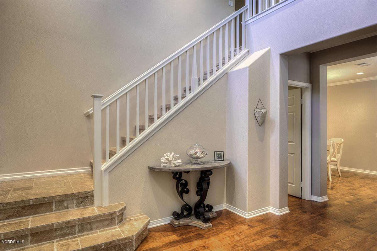 5086 VIA ALAMITOS, Newbury Park, CA 91320 - stairs