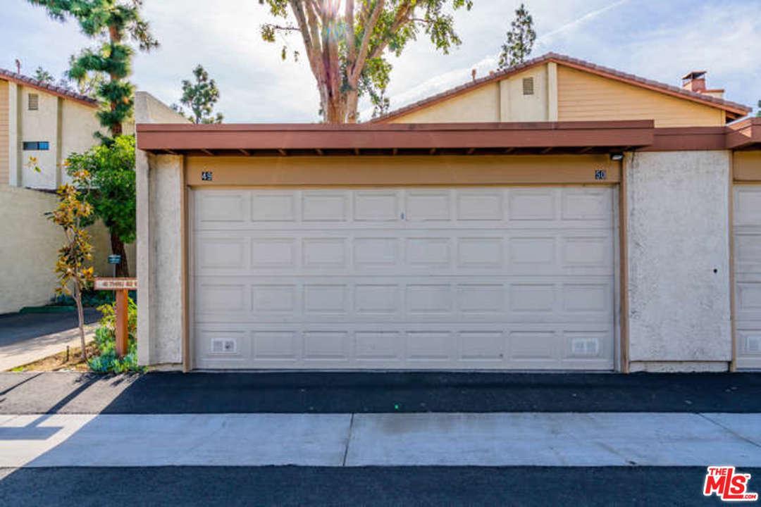 21555 BURBANK, Woodland Hills, CA 91367