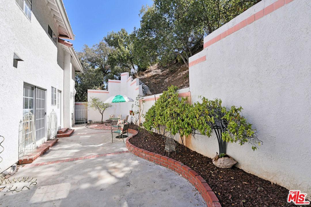 2727 BELDEN, Los Angeles (City), CA 90068