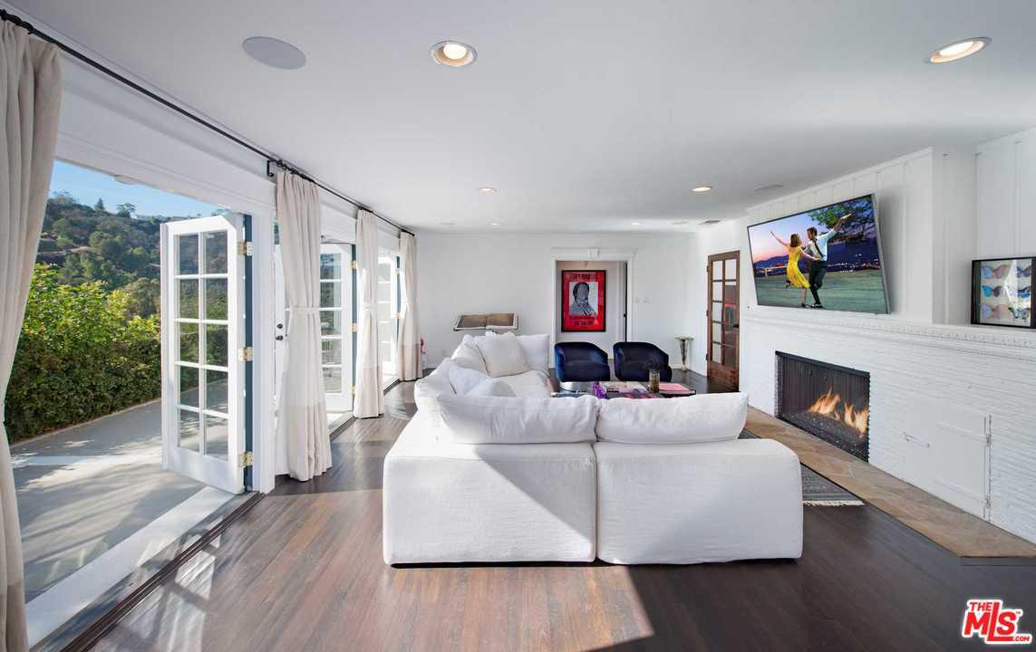 2828 BENEDICT CANYON, Beverly Hills, CA 90210