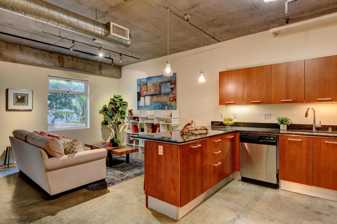 645 9TH, Los Angeles (City), CA 90015 - kitchen-living
