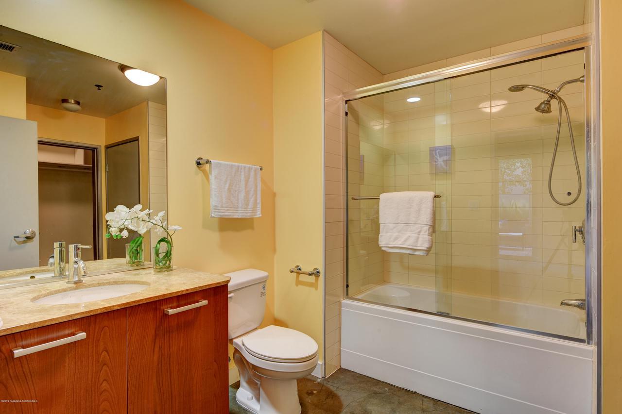 645 9TH, Los Angeles (City), CA 90015 - bathroom