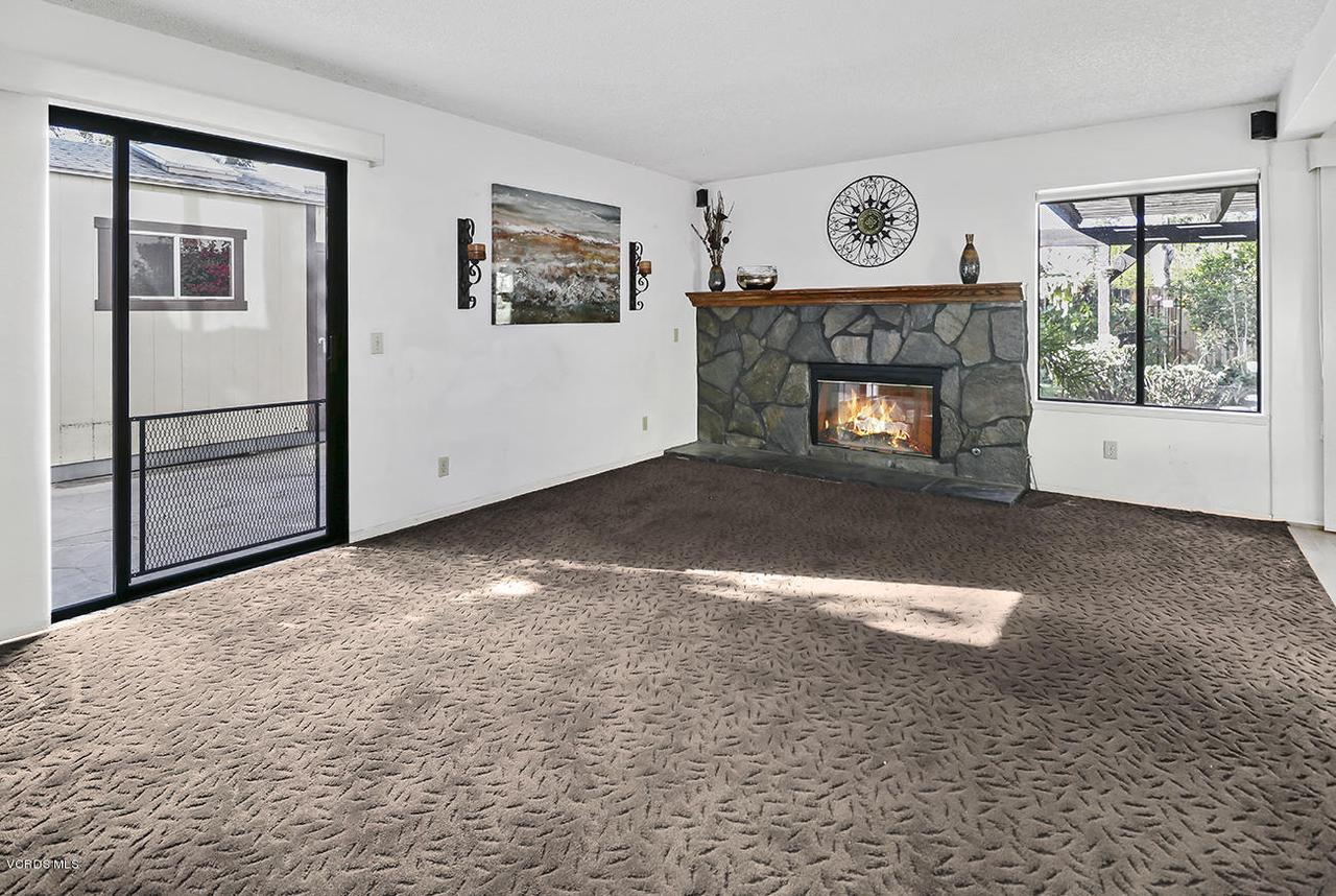2067 STILMAN, Simi Valley, CA 93063 - eFamily Room3