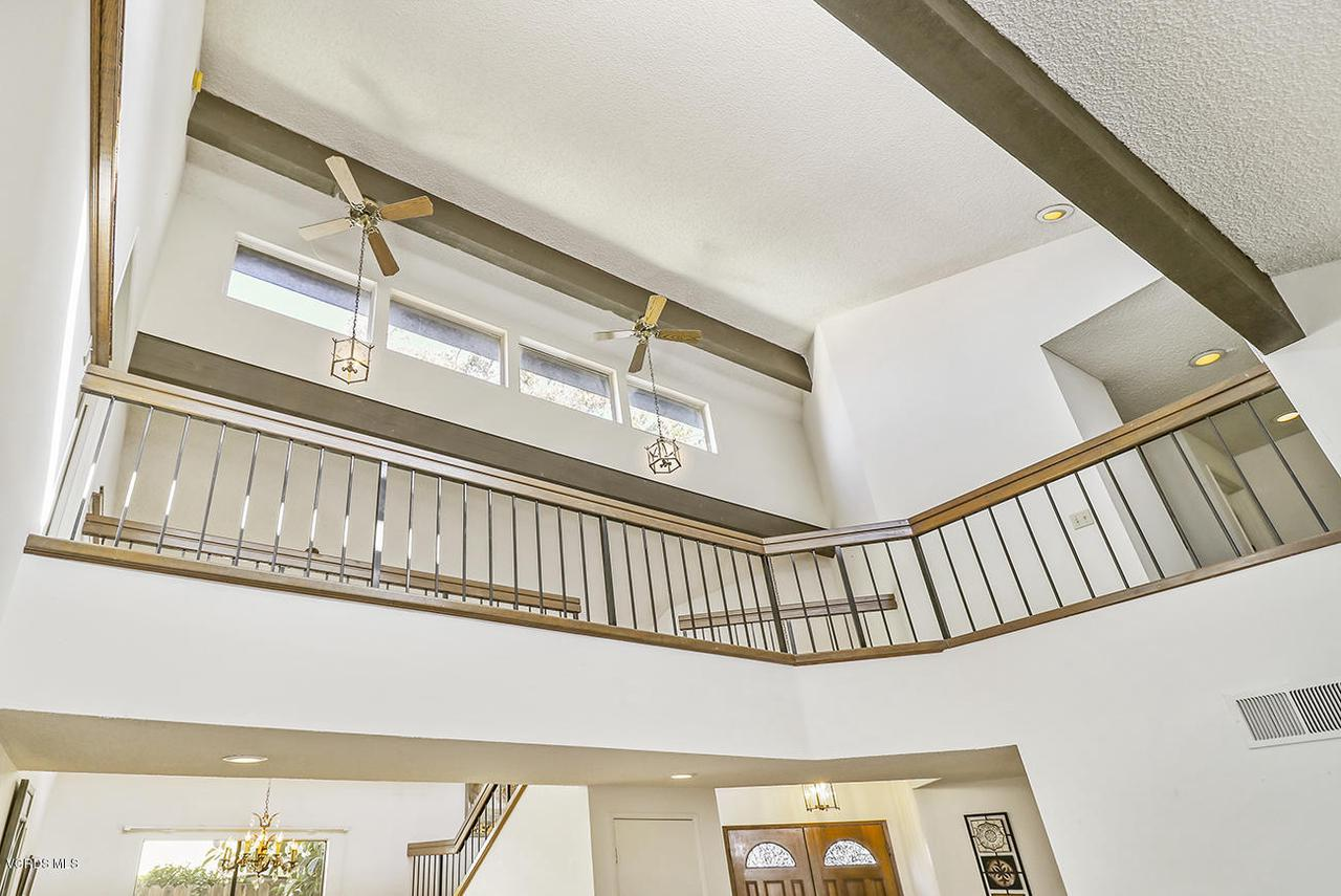 2067 STILMAN, Simi Valley, CA 93063 - bEntry and Living Room6_1