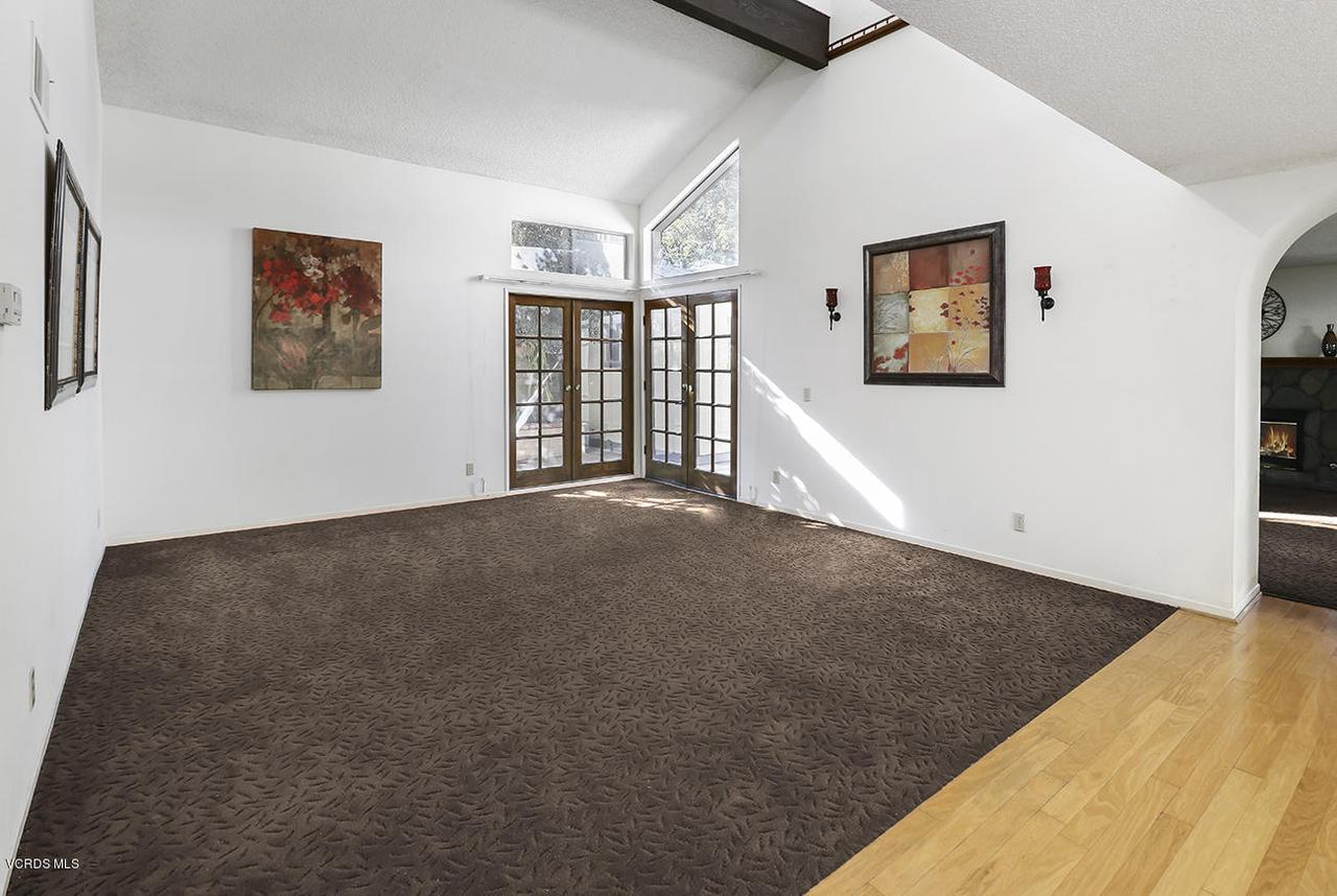 2067 STILMAN, Simi Valley, CA 93063 - bEntry and Living Room4