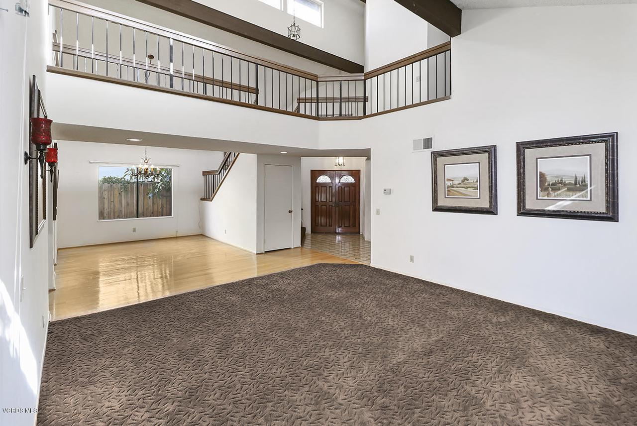 2067 STILMAN, Simi Valley, CA 93063 - bEntry and Living Room5