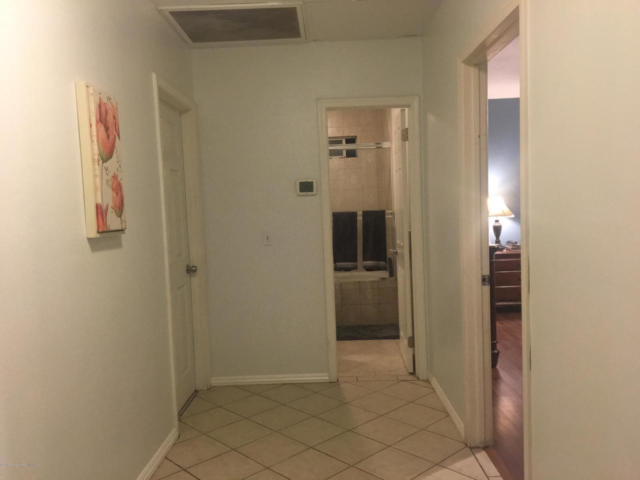 1724 NEWPORT, Pasadena, CA 91103 - C & A HALLWAY