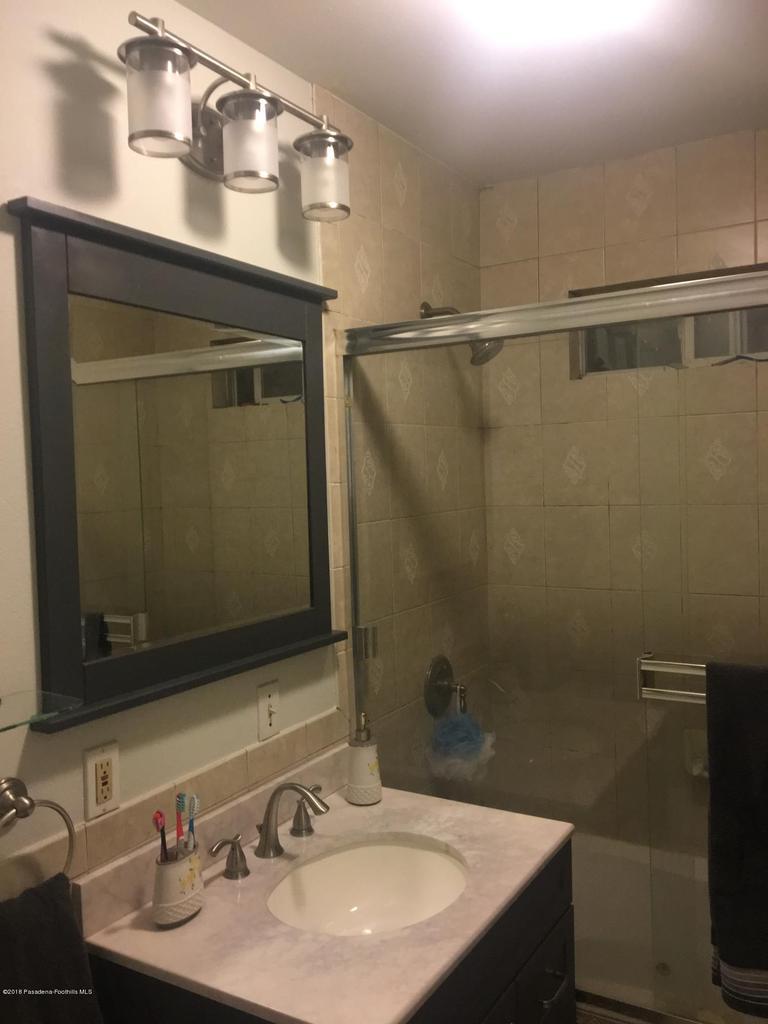 1724 NEWPORT, Pasadena, CA 91103 - C & A MASTER BATHROOM