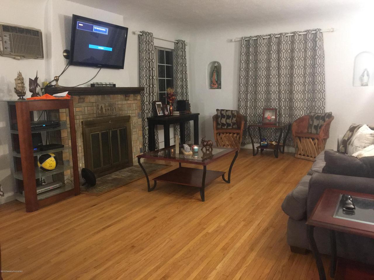 1724 NEWPORT, Pasadena, CA 91103 - C & a LIVING ROOM