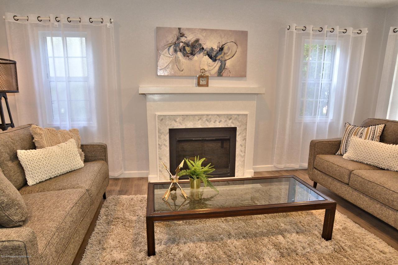 878 MORADA, Altadena, CA 91001 - 878 Living room 1