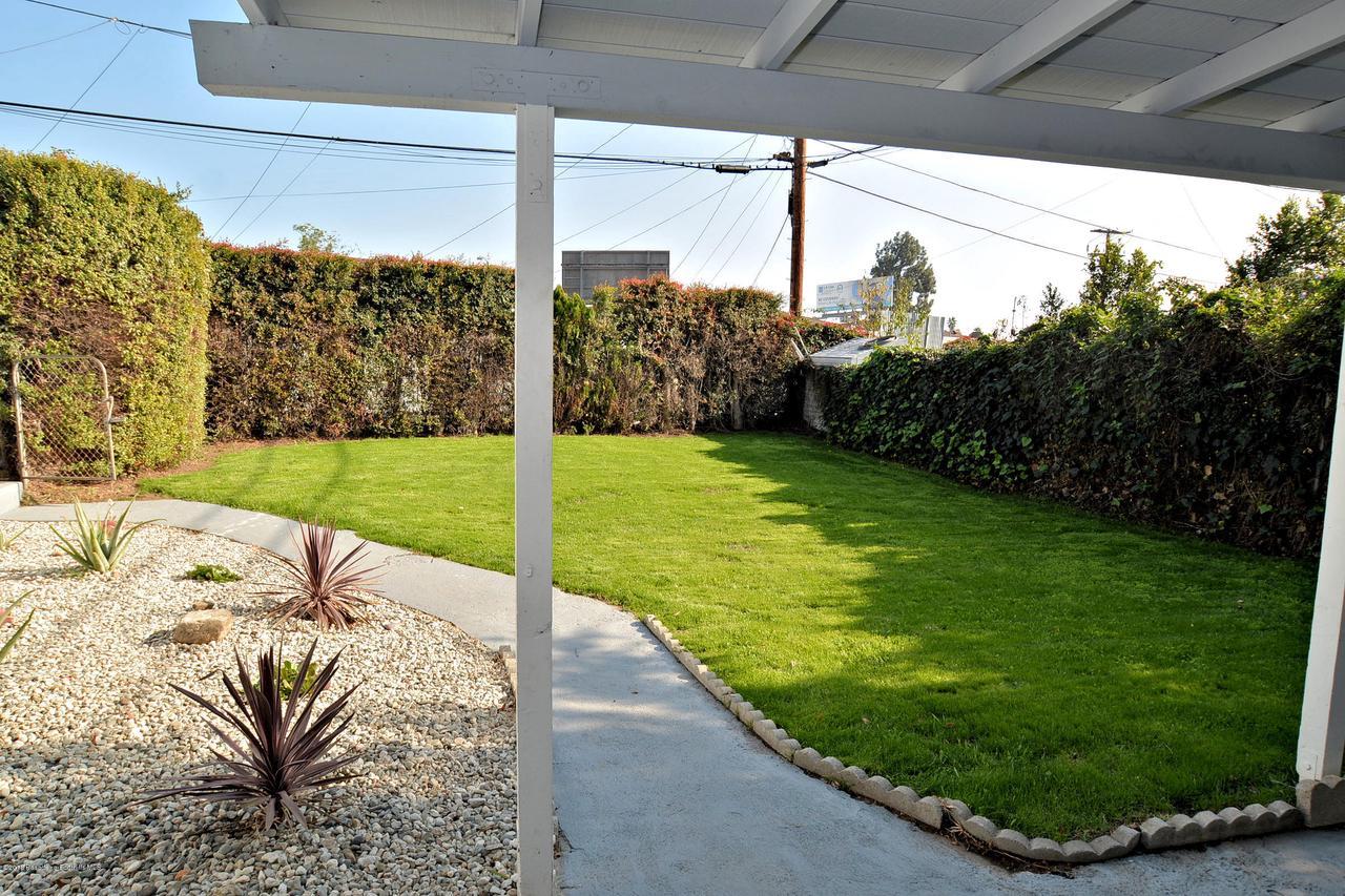 878 MORADA, Altadena, CA 91001 - 888 front yard