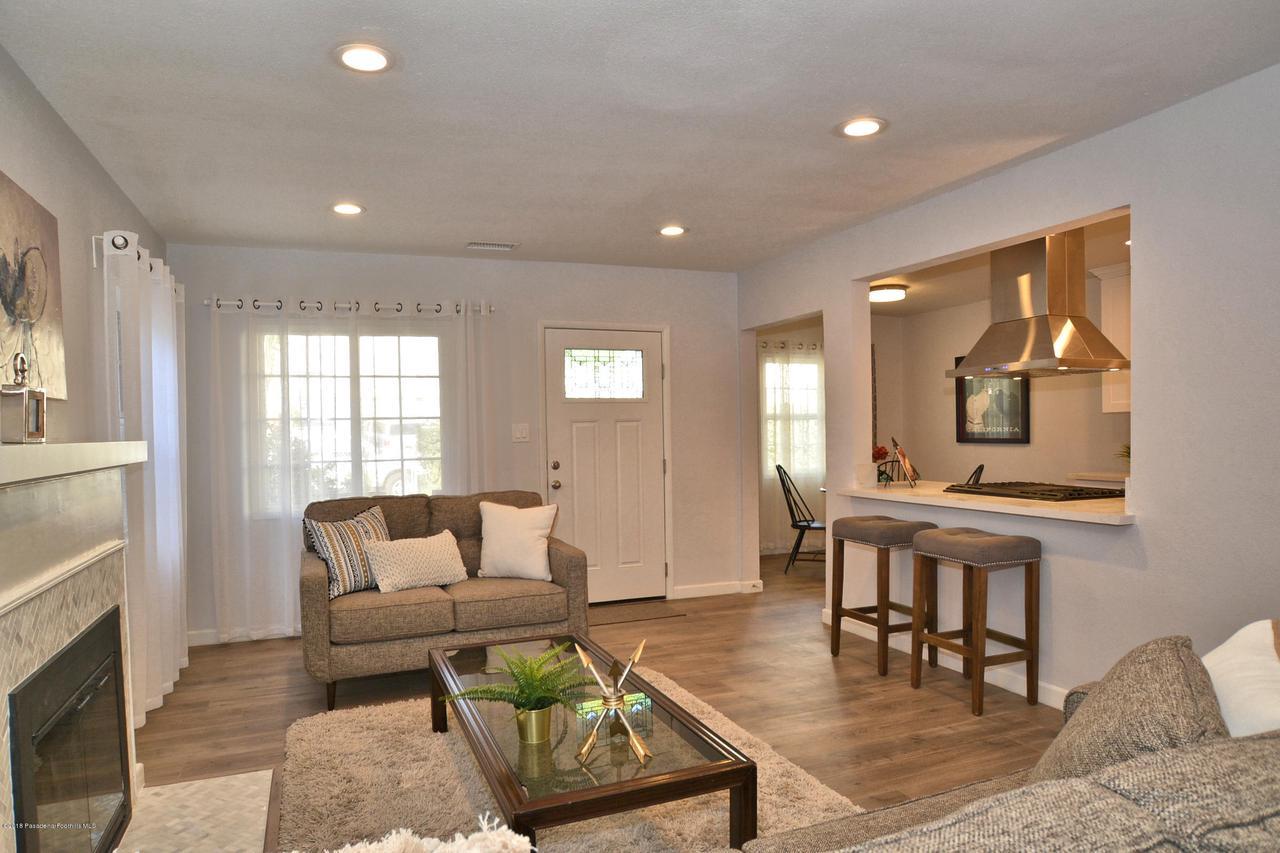 878 MORADA, Altadena, CA 91001 - 878 Living room 2