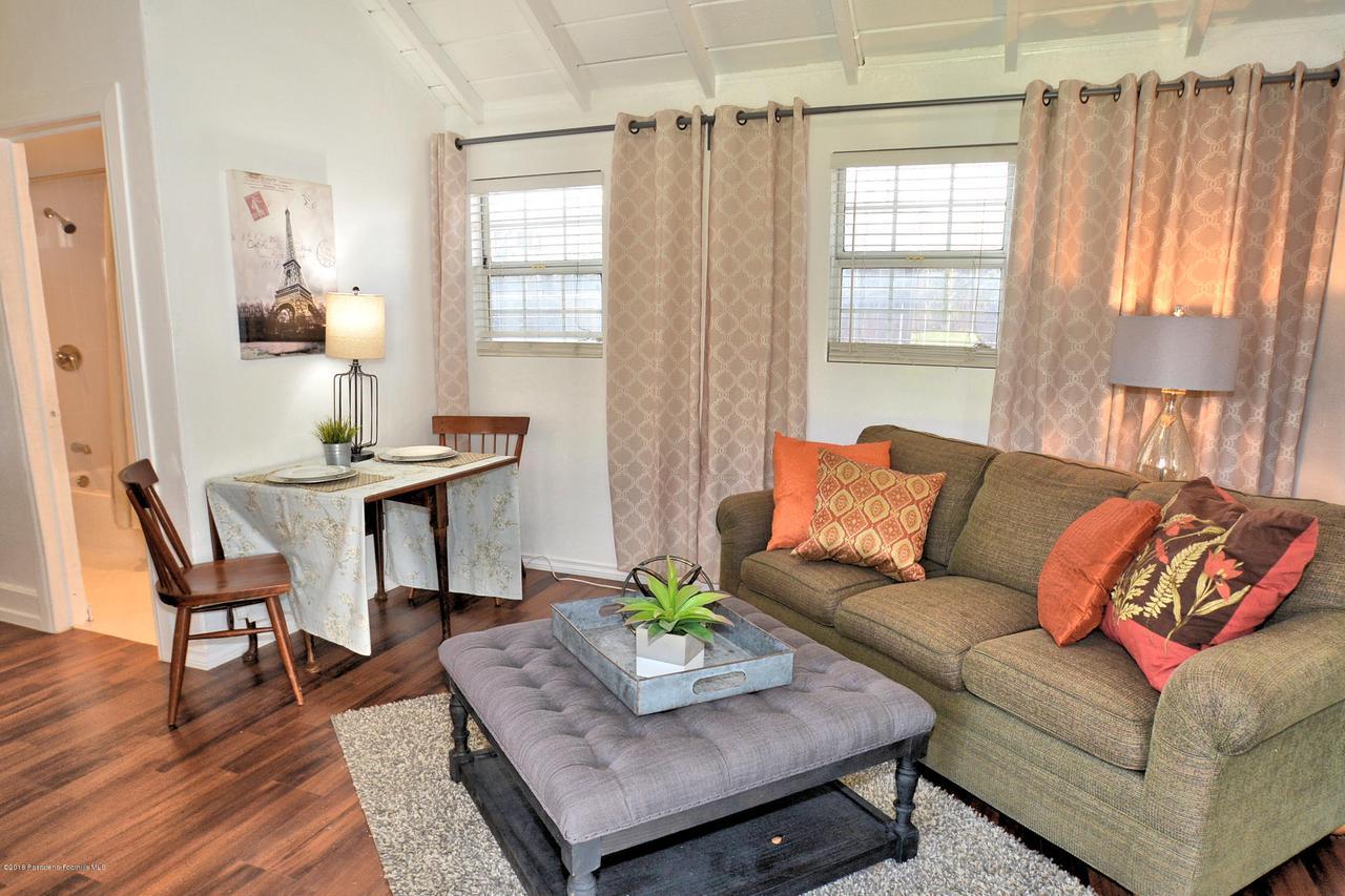 878 MORADA, Altadena, CA 91001 - 888 living room