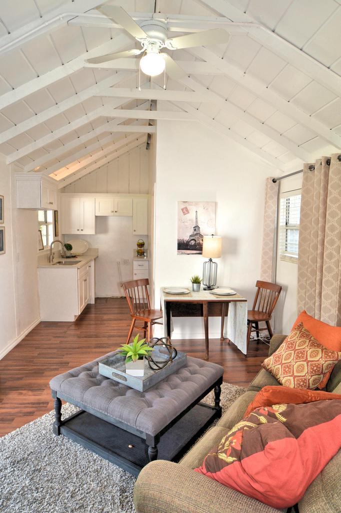 878 MORADA, Altadena, CA 91001 - 888 living room and kitchen view