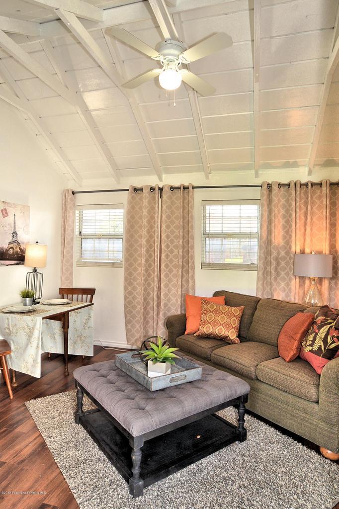 878 MORADA, Altadena, CA 91001 - 888 morade living rom showing ceiling