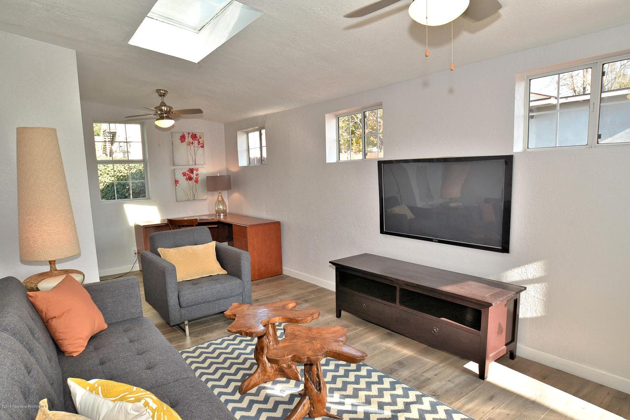 878 MORADA, Altadena, CA 91001 - 878 Morada family room 1