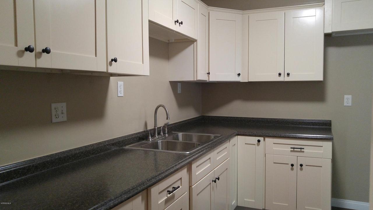 934 RIALTO, Oxnard, CA 93035 - Rialto kitchen