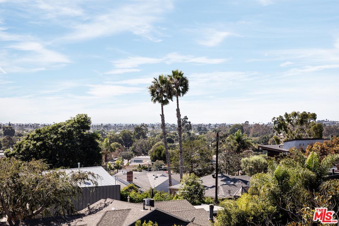 3330 BEETHOVEN, Los Angeles (City), CA 90066