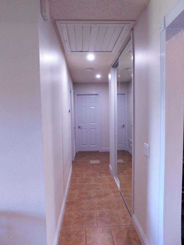 6489 DUKE, Moorpark, CA 93021 - B_Hallway