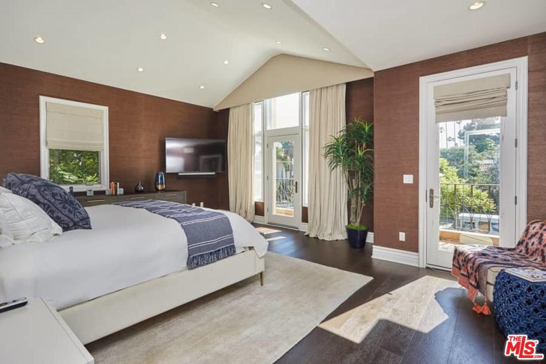 878 GRETNA GREEN, Los Angeles (City), CA 90049