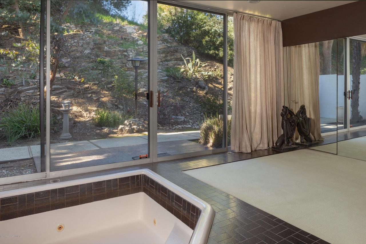 2209 DALADIER, Rancho Palos Verdes, CA 90275 - master bath 2 full